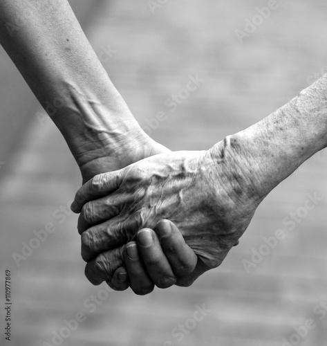 SOS anziani - 110977869