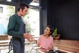 Disagreement between a waiter and a customer