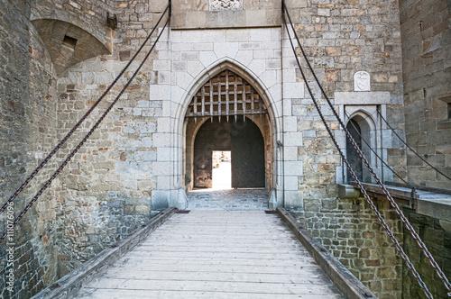 Foto op Canvas Wenen Stone bridge in medieval Kreuzenstein castle in Leobendorf villa