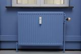Fototapety radiateur peint en bleu