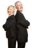 Senioren als Geschäftsleute lehnen sich an