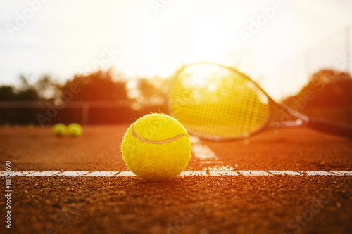 Tennis equpment on clay court Tableau sur Toile