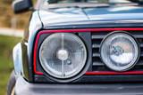 Scheinwerfer eines alten Autos, Kultobjekt