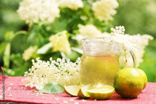 Leinwanddruck Bild syrup from elder, Holundersirup, Hollersirup, Holunder, Holunderblüten, Karaffe, Zitronen, für Hugo