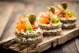 Fototapety Canapes with prosciutto and cheese