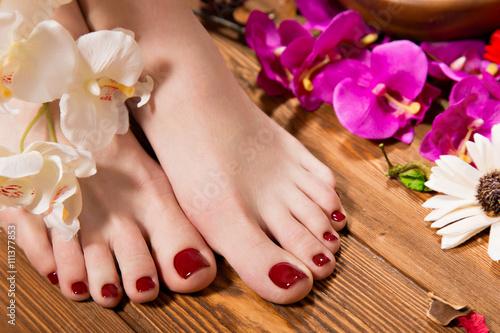 Foto op Plexiglas Pedicure Beautiful classic red pedicure on female hand. Close-up.