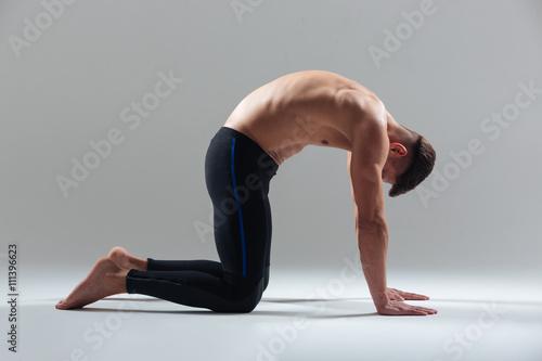 Plakat Fitness man resting on the floor between exercises
