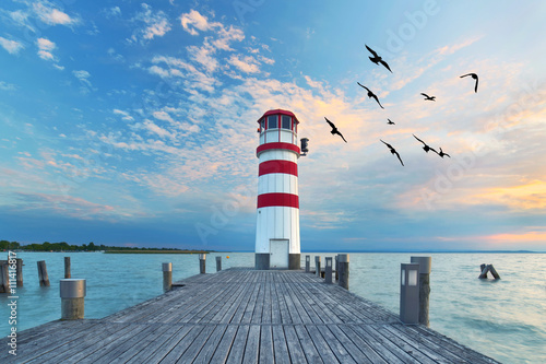 Fototapeta zum Sonnenuntergang am Leuchtturm am See