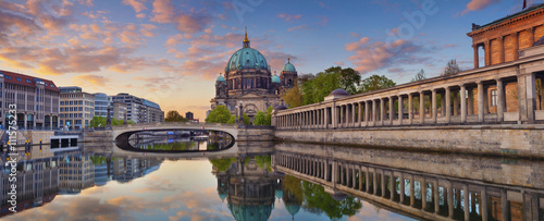 Foto op Canvas Berlijn Berlin. Panoramic image of Berlin Cathedral and Museum Island in Berlin during sunrise.