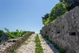 Вид на город с руин старой крепости Шпаньола в Херцег-Нови, Черногория, 2016