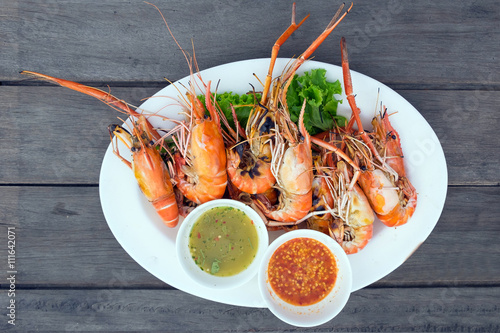 Poszter Grilled shrimps on a plate