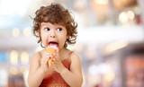Kid eating ice cream in cafe. Funy curly child with icecream outdoor. - 112097898