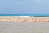 lingua di spiaggia nel mare - 112163674