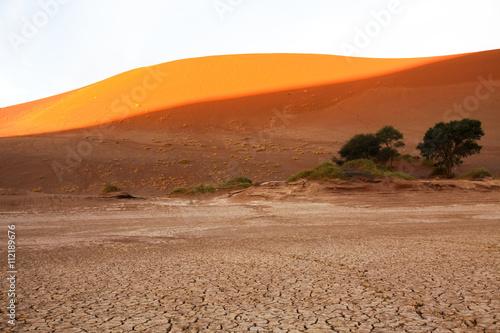 In de dag Oranje eclat Namibian landscapes