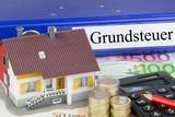 Grundsteuer - Ordner mit Haus