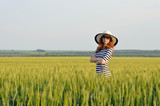 Attractive woman in a hat and sunglasses, summer photo in the fi