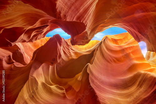 In de dag Oranje eclat multicolored rock formations inside the antelope canyon