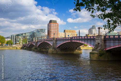 Zdjęcia na płótnie, fototapety, obrazy : Lambeth bridge at Thames river in London, UK