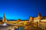 Nocny widok na Plac Hiszpański (Plaza de Espana). Sewilla, Hiszpania