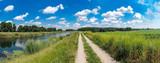 Schöner Wanderweg an einem Fluss, Urlaub , Erholung, Panorama