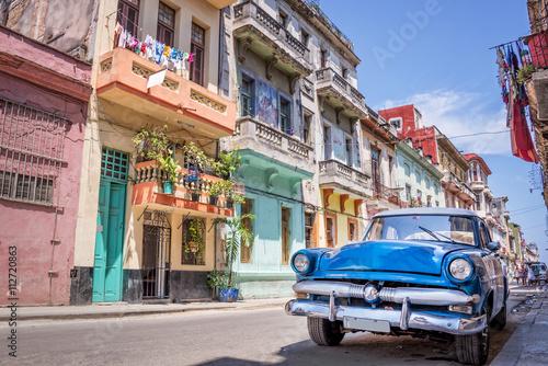 Poster Vintage classic american car in Havana, Cuba