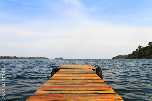 Panel Szklany Wooden dock on a lake