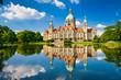 Leinwanddruck Bild - Rathaus Hannover mit Spiegelung im Maschteich