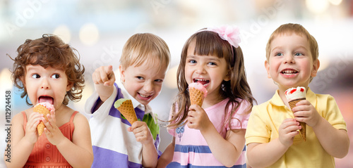mata magnetyczna children or kids group eating ice cream