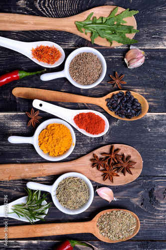 obraz lub plakat Powder spices & herbs on spoons