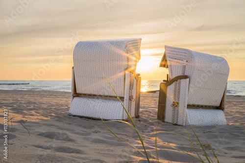 Poster Noordzee Die Abendstimmung im Strandkorb an der Ostsee geniessen