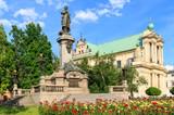 Fototapety Warszawa, pomnik Adama Mickiewicza na Krakowskim Przedmieściu. W tle Kościół Wizytek - styl barokowy