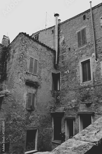 Opuszczona kamienica we Włoszech - 113336861