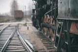 Vintage koleje parowe i tor na stacji kolejowej na cl