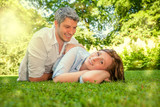 Paar im Sommer beim Piknick