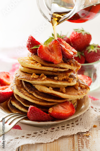 Naklejka Pancakes with fresh strawberries, maple syrup and caramel topping