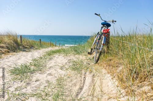 Fotobehang Noordzee Fahrradtour am Meer
