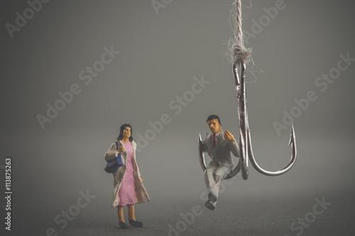 釣り針と男性に近寄る女性 Poster