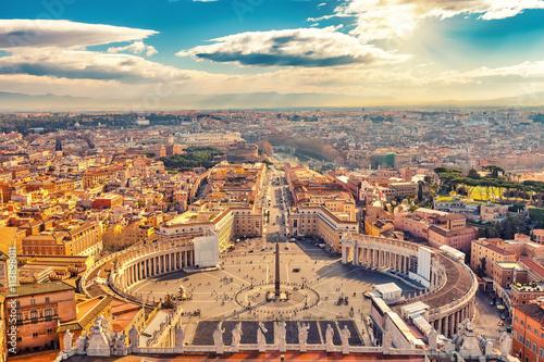 Plac Świętego Piotra w Watykanie i widok z lotu ptaka na Rzym