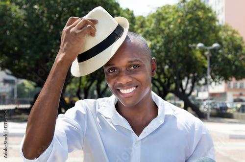Freundlicher Mann aus Kuba in der Stadt Poster