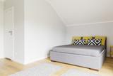Simple style bedroom idea