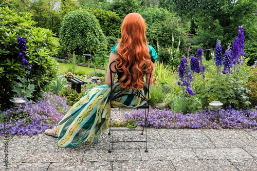 Im Garten mit Rittersporn