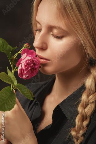 Zdjęcia na płótnie, fototapety, obrazy : girl with rose
