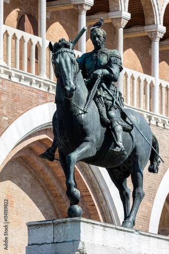 Poster Equestrian statue of the Venetian general Gattamelata (Erasmo da Narni) in Padua, Italy