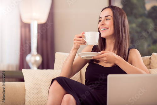 mata magnetyczna Beautiful woman holding cup of coffee