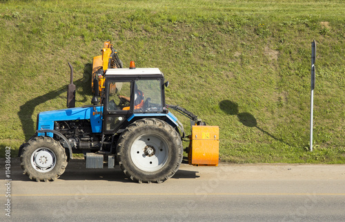 Poster Tractor mowing green grass