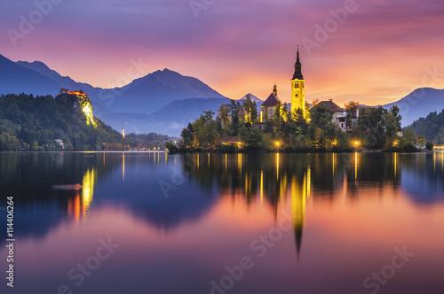 Fototapety, obrazy : beautiful, multicolored sunrise over an alpine lake Bled in Slovenia