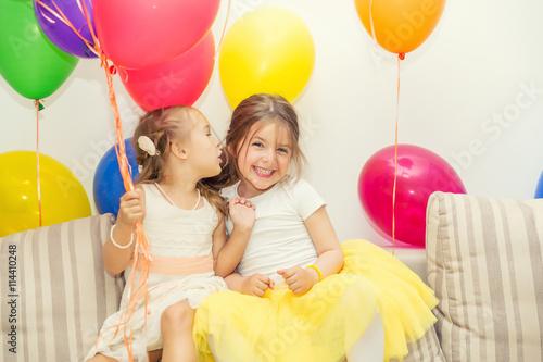 Zdjęcia na płótnie, fototapety, obrazy : Two little girls talking at a birthday party