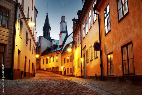 Fotobehang Stockholm Street in old town Stockholm at night in summer
