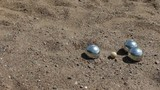 throwing balls petanque