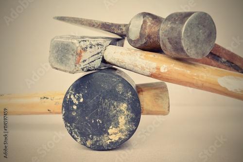 Poster Gummihammer, Hammer, Axt aufeinander